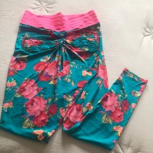 Cute booty lounge aqua floral leggings.